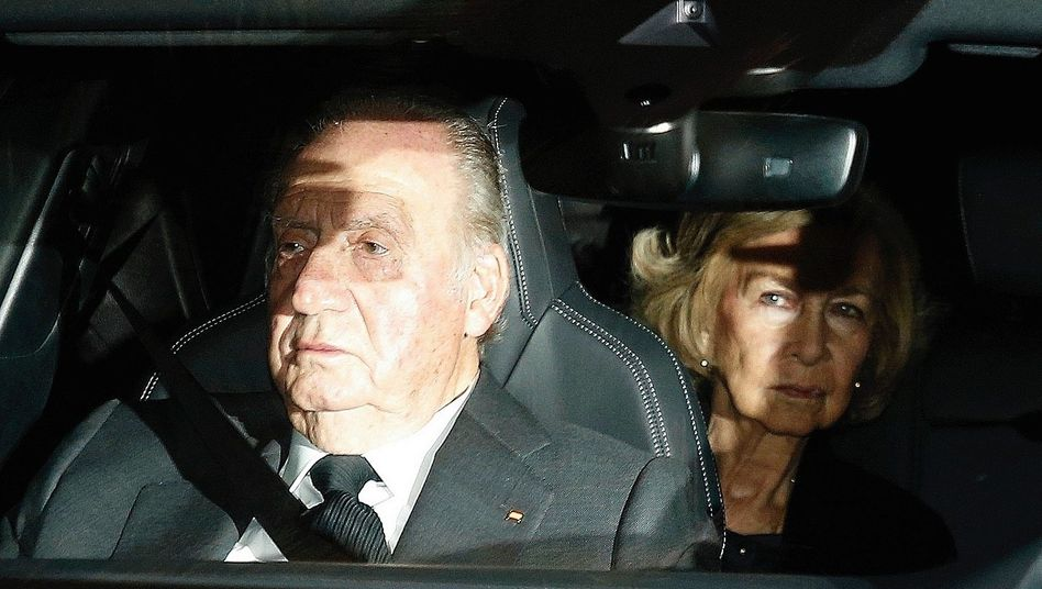 Juan Carlos I estranged himself from his family. His wife Sofía did not join him in exile.