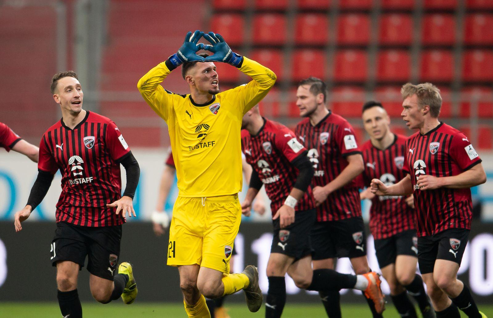 3 Liga Fc Ingolstadt Mit Torwart Tor In Der Nachspielzeit Gegen Viktoria Koln Der Spiegel