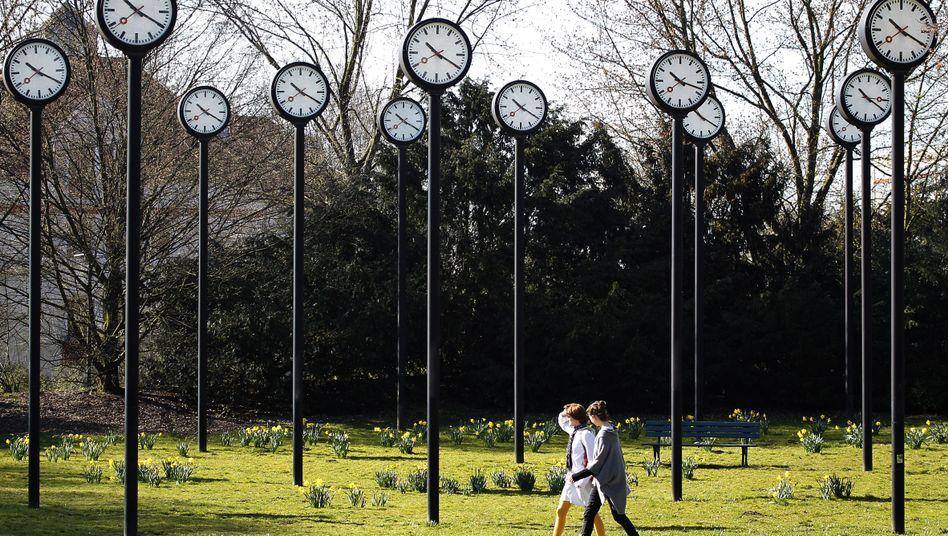 Uhren in einem Park in Düsseldorf