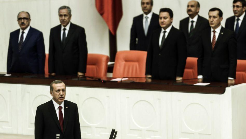 Neuer Präsident der Türkei: Erdogan vereidigt, Opposition empört