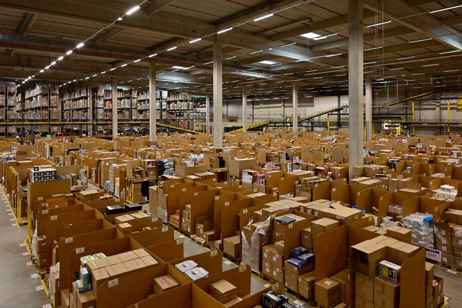 29.01.20, Rheinberg, Nordrhein-Westfalen, Deutschland. Amazon Logistikzentrum in Rheinberg. Der Logistikstandort besteht