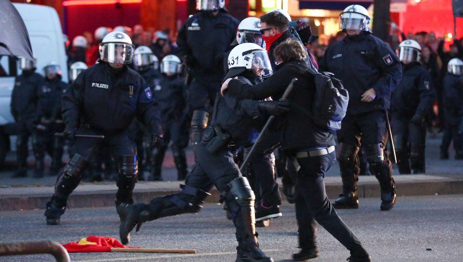 1. Mai-Krawalle: In Hamburg flogen die Böller, in Berlin blieb esruhig