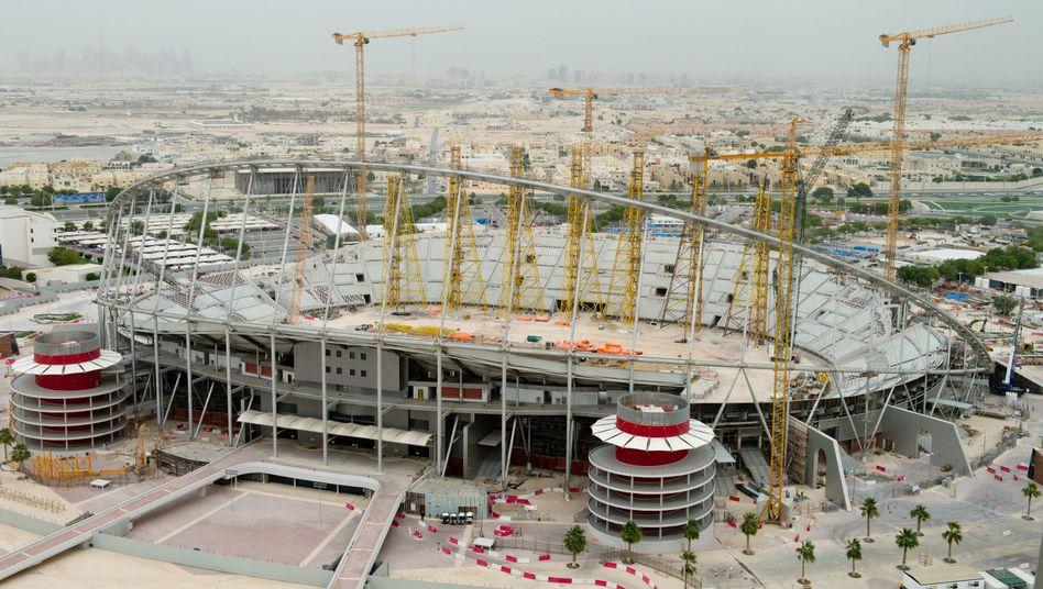 Die Baustelle des Khalifa International Stadium in Katar