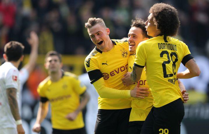 Jubel in Dortmund - Titelentscheidung vertagt