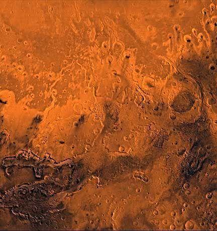 """Rote Öde: Mehrere Kanäle verlassen im Osten das Valles Marineris und bilden eine ideale Landestelle für die """"Pathfinder""""-Sonde"""
