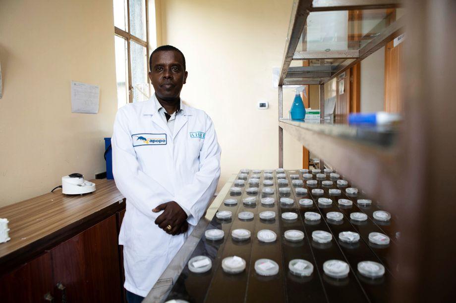 Negussie Beyene hat bereits in Tanzania und Mosambik für Apopo gearbeitet. Jetzt leitet er das Labor in seiner Heimatstadt Addis Abeba