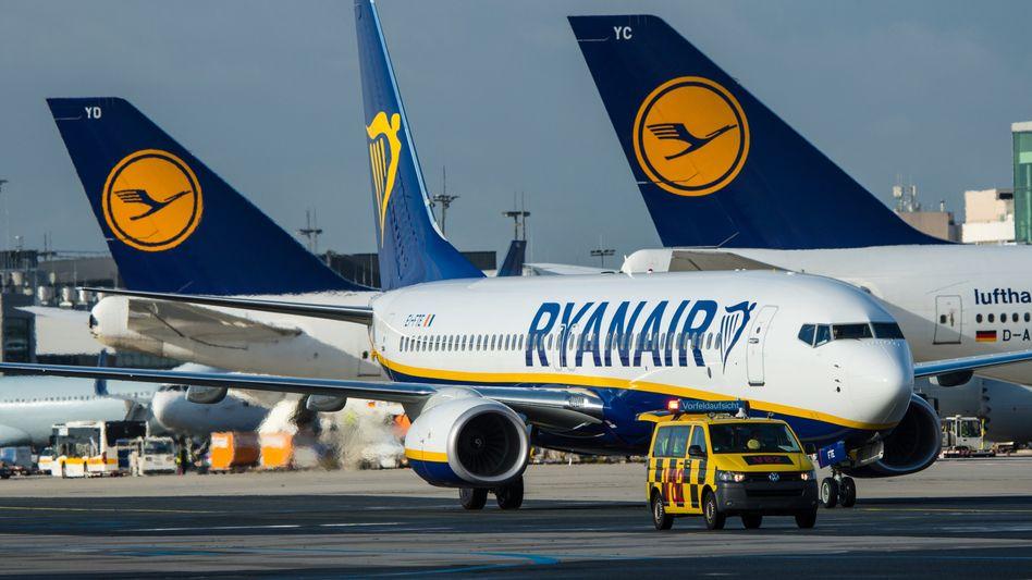 Ryanair- und Lufthansa-Maschinen auf dem Frankfurter Flughafen