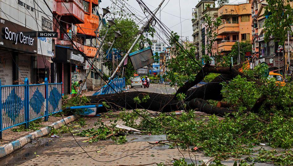 Spur der Verwüstung: Kalkutta nach dem Sturm