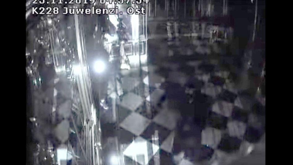 Screenshot aus einem von der Polizei veröffentlichten Überwachungsvideo: Einbruch ins Grüne Gewölbe