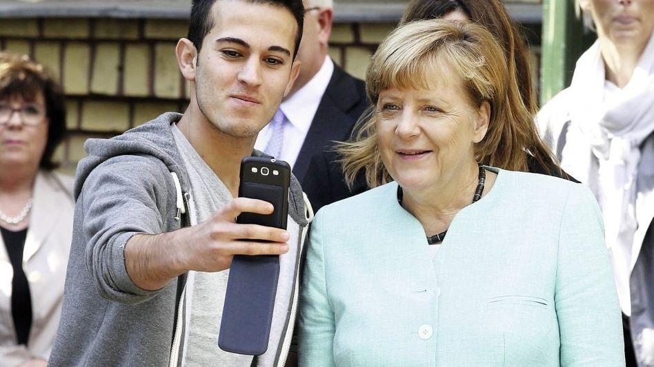 Kanzlerin Merkel mit Flüchtlingen »Durchaus bewegend«