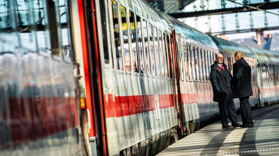 """Zugbegleiter in Berlin: """"Es droht ein dramatischer Stellenabbau."""""""