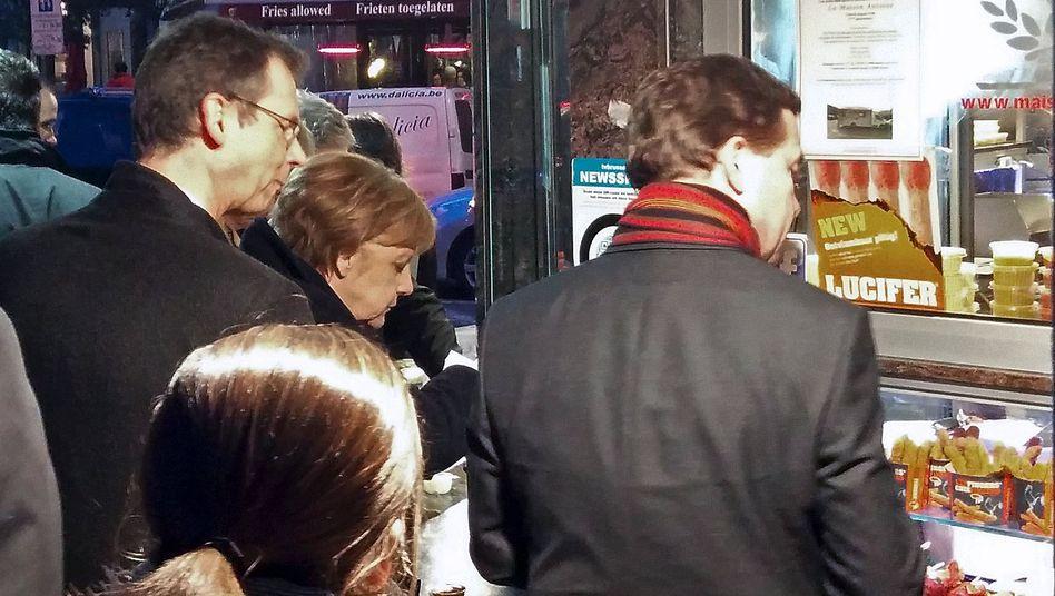 Angela Merkel am Pommes-Stand: Die Kanzlerin bestellte klassisch