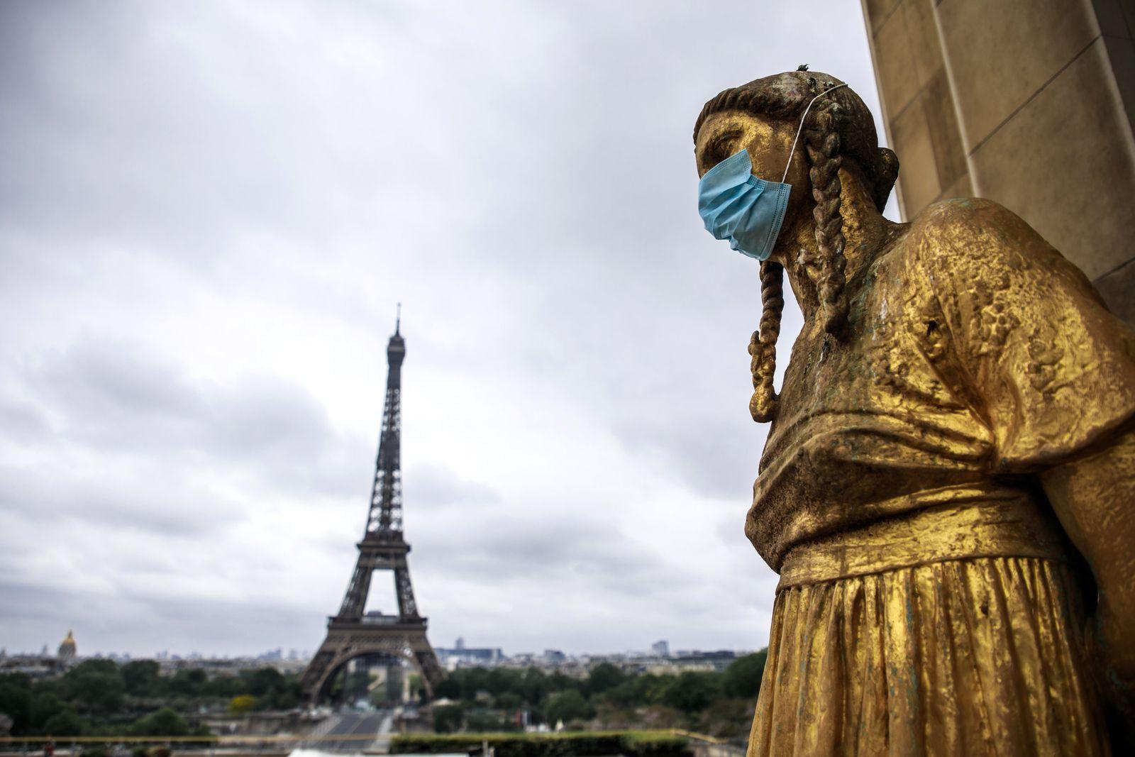 Daily life amid coronavirus COVID-19 pandemic in Paris, France - 03 May 2020