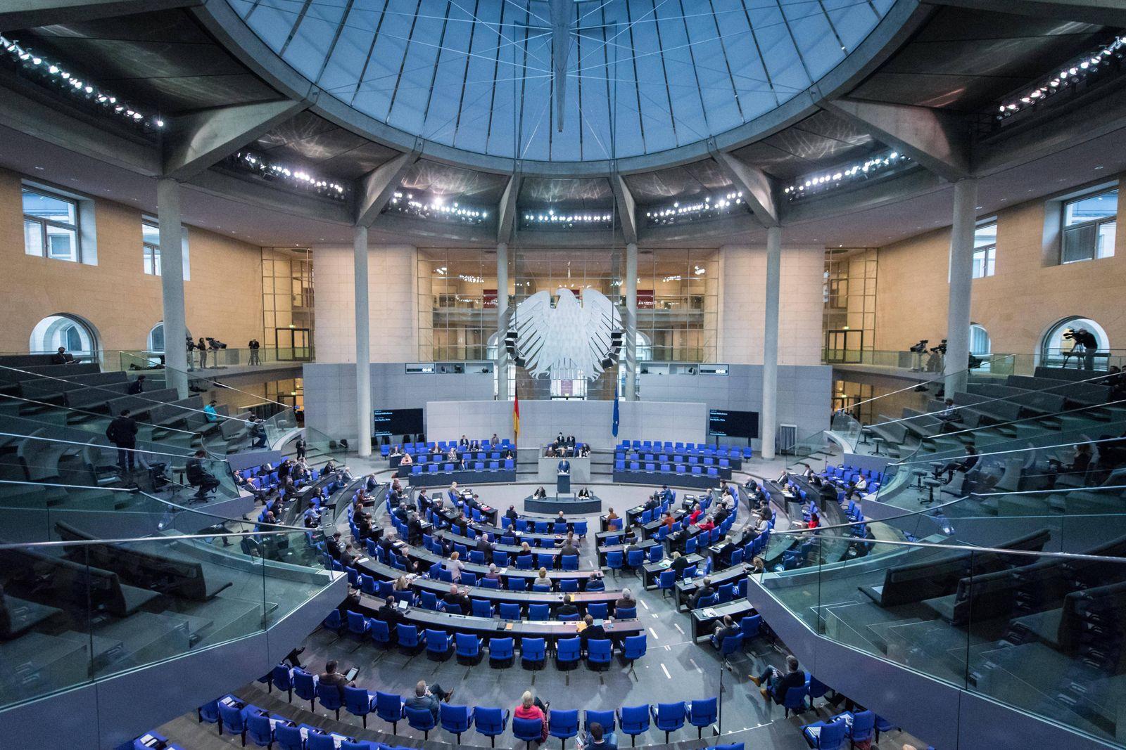 Berlin, Plenarsitzung im Bundestag Deutschland, Berlin - 06.11.2020: Im Bild ist der Plenarsaal während der Rede von Je