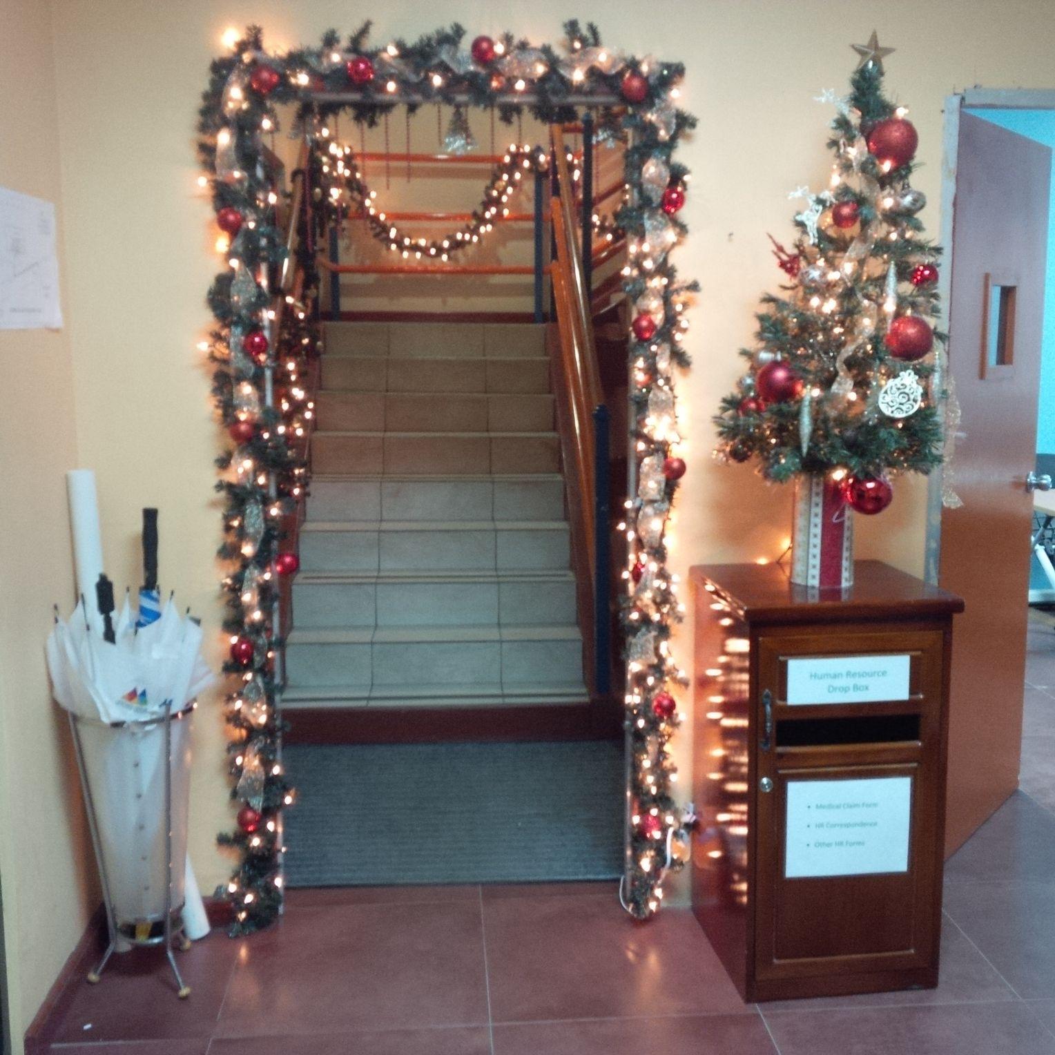 Weihnachtsschmuck Am Arbeitsplatz Schicken Sie Uns Ihre Schonste Buro Deko Der Spiegel