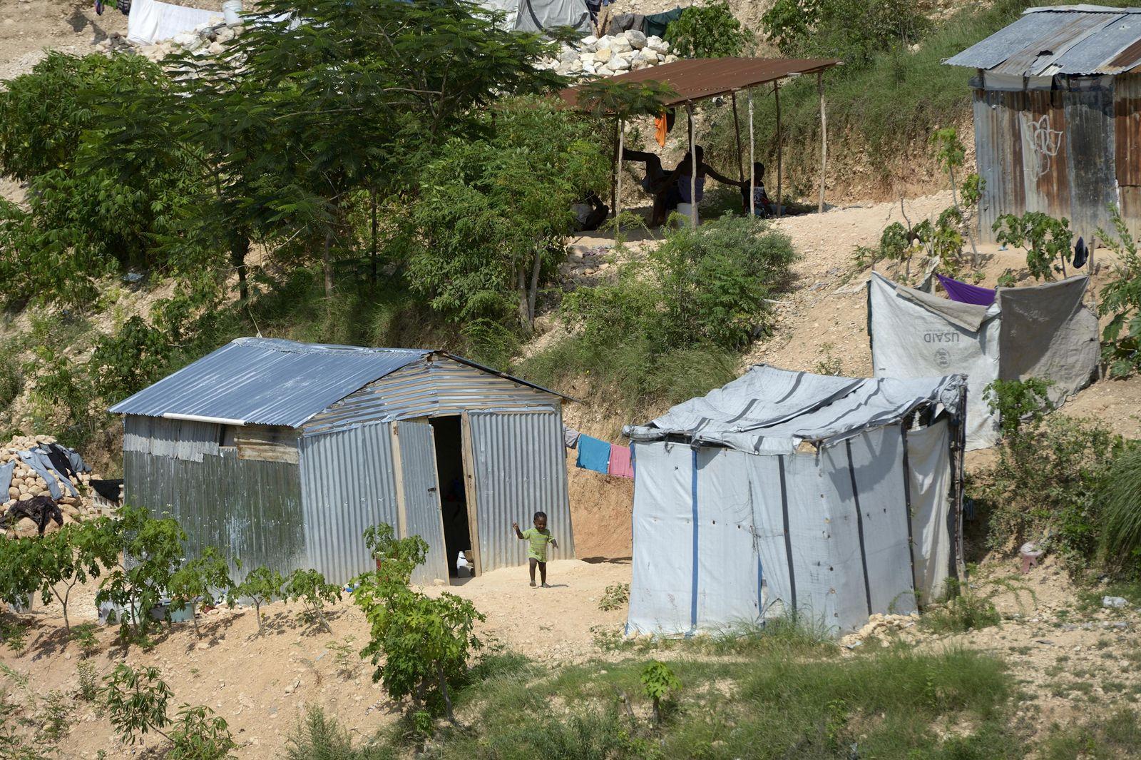 Improvisierte Hütten im neu entstehenden Armenviertel Canaan außerhalb der Hauptstadt Port-au-Prince, Haiti, Mittelamerika