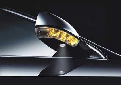 Auffälliges Design: Blinker im Spiegel