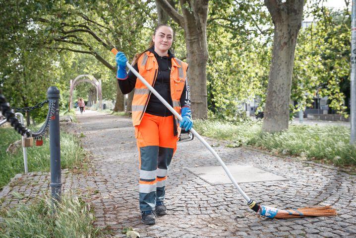 Vanessa Schäfer bei der Arbeit: »Abfalleimer quellen über, der Boden liegt voller Glasscherben.«