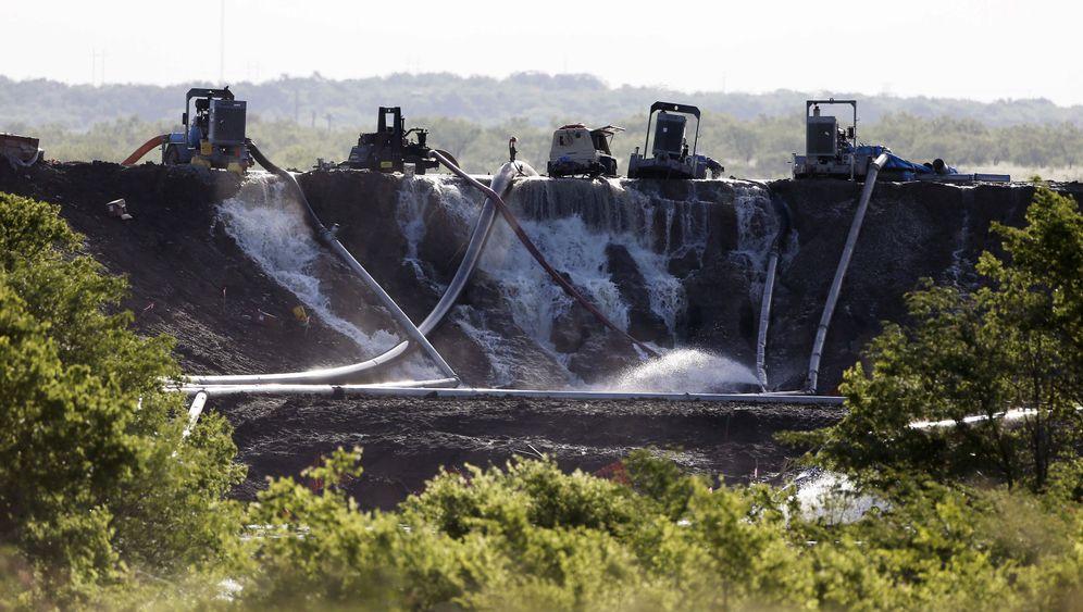 Unwetter in den USA: Gestrandeter Porsche, entwurzelte Bäume