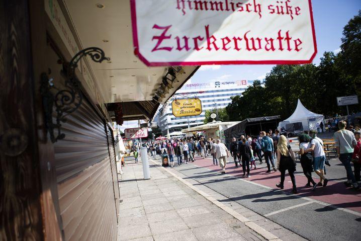 Besucher verlassen das Stadtfest in Chemnitz