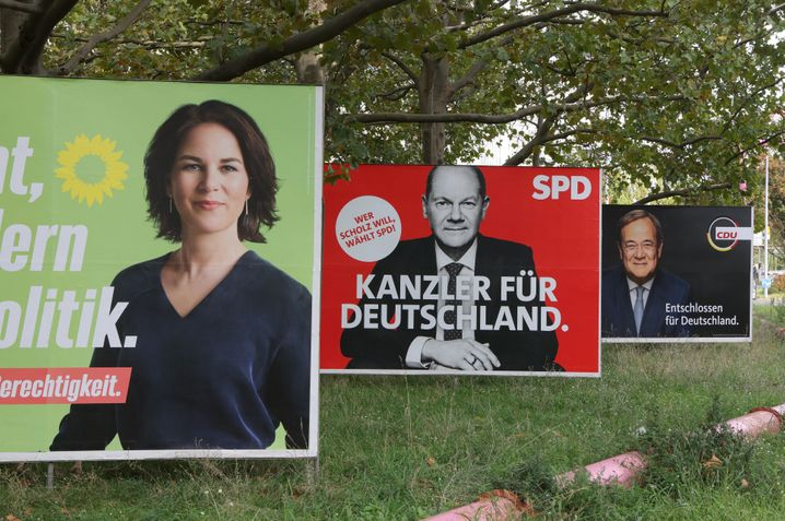 Wahlplakate von Baerbock, Scholz und Laschet