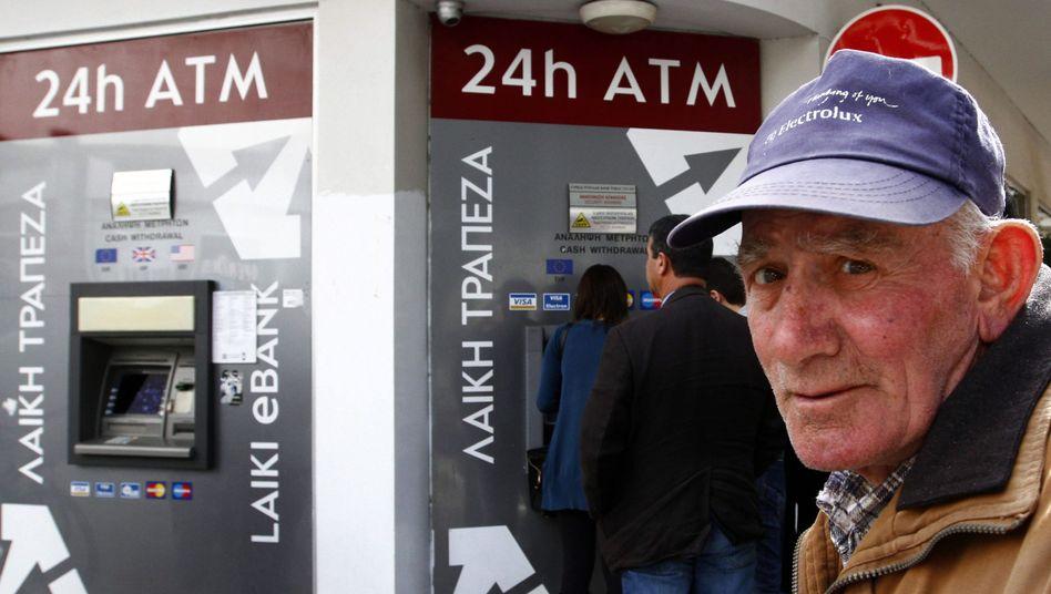 """Bankkunden in Nikosia: """"Eine bessere Lösung als die von vergangener Woche"""""""