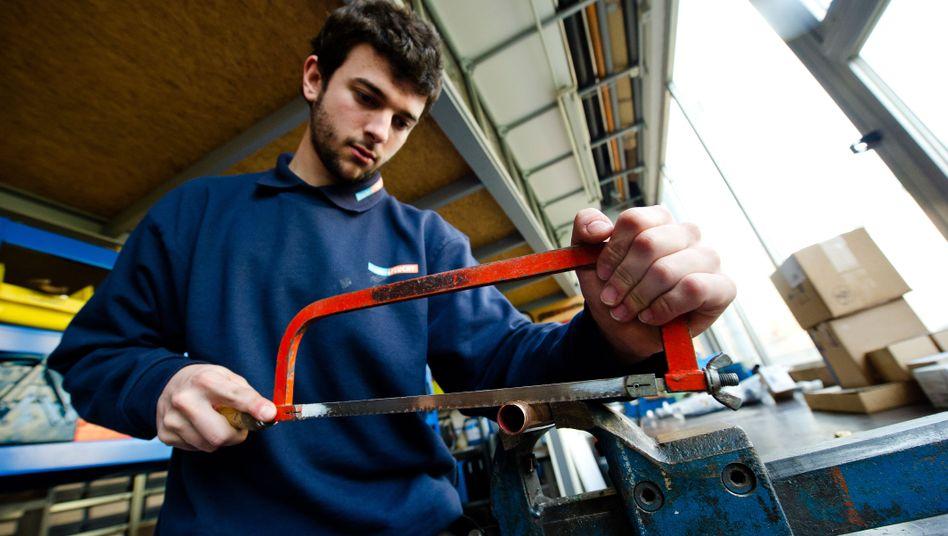 Auch außerhalb der EU gesucht: Klempner wie dieser Spanier in Bad Homburg
