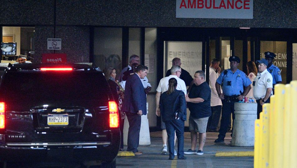 Philadelphias Bürgermeister Jim Kenney vor dem Temple University Hospital