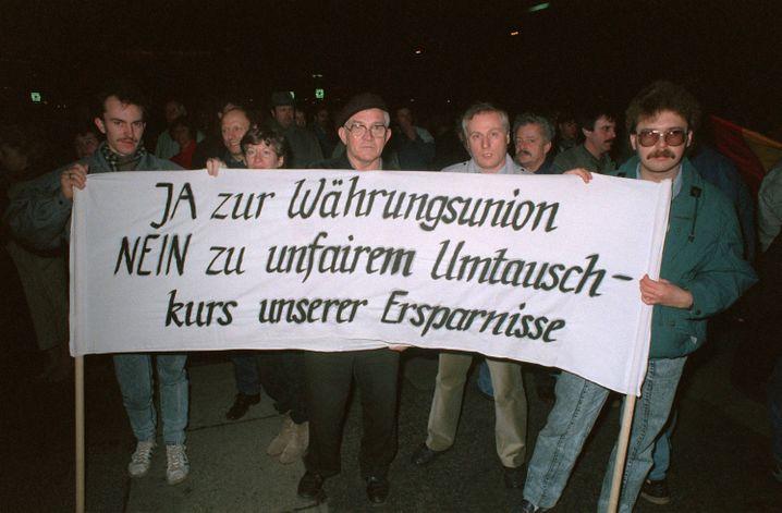 Viele DDR-Bürger protestierten für einen Umtausch im Verhältnis eins zu eins, der verheerende Folgen hatte