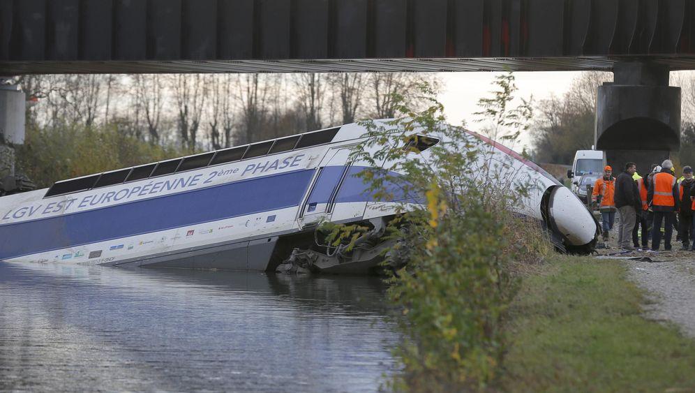 TGV-Unglück: Schnellzug entgleist und stürzt von Brücke