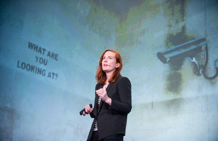 Kate Crawford auf der re:publica in Berlin