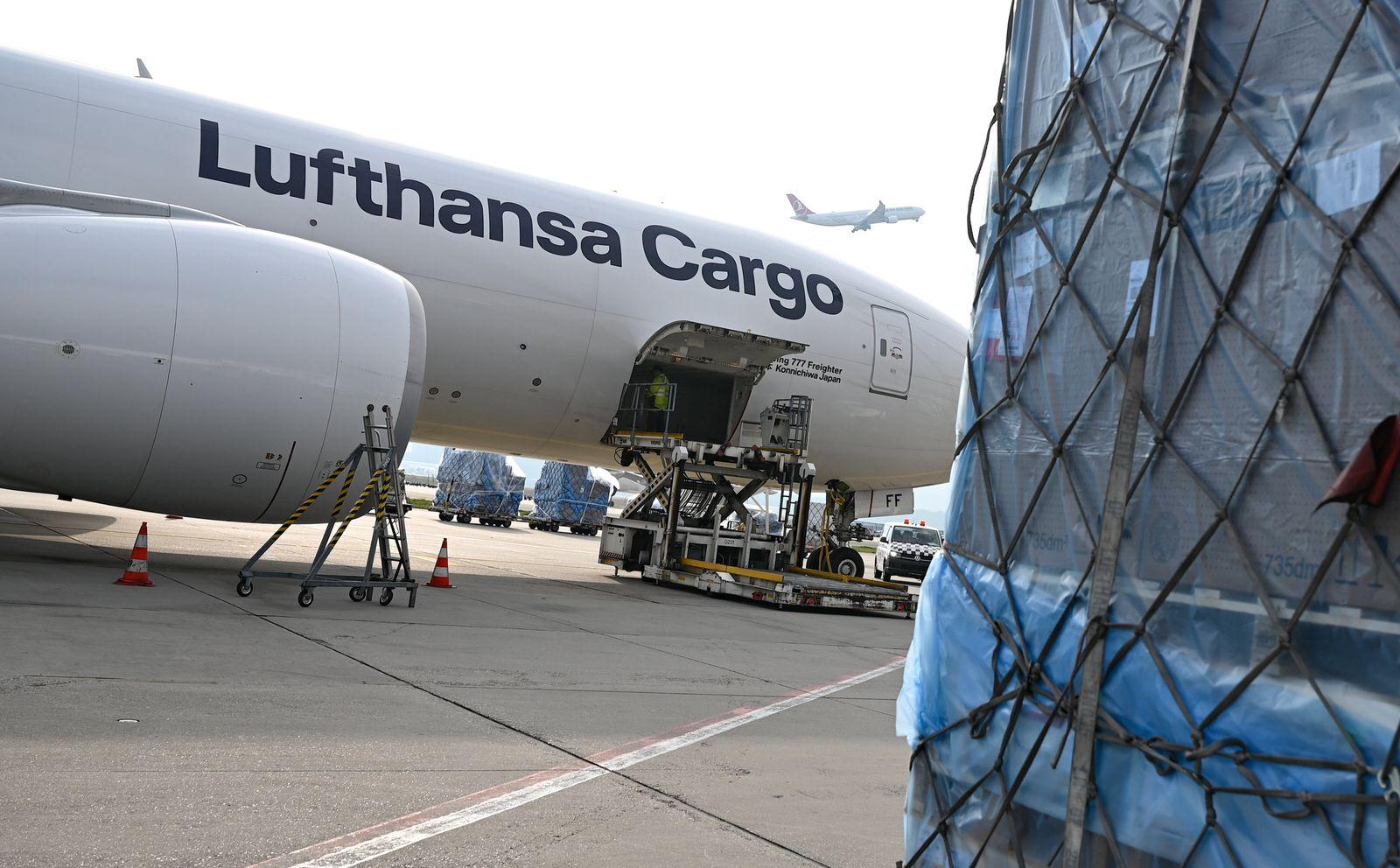 Erster klimaneutraler Frachtflug startet von Frankfurt