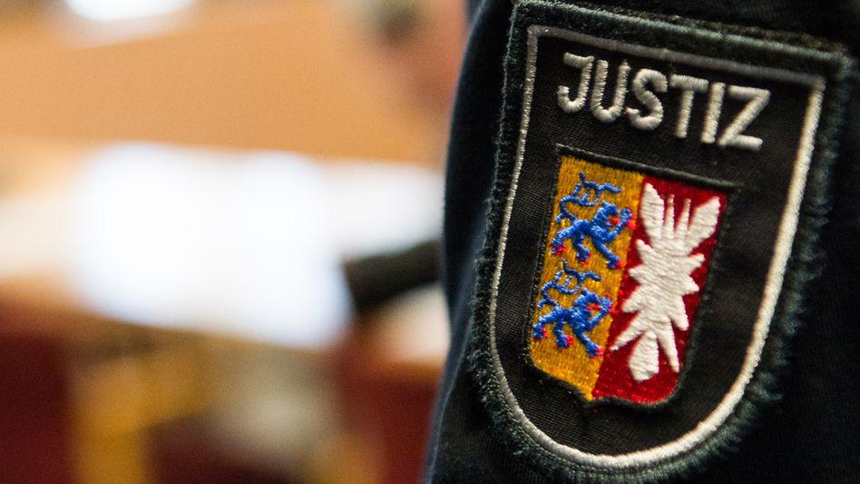 Justizbeamter in Schleswig-Holstein: Verdacht auf Betrug in einem besonders schweren Fall