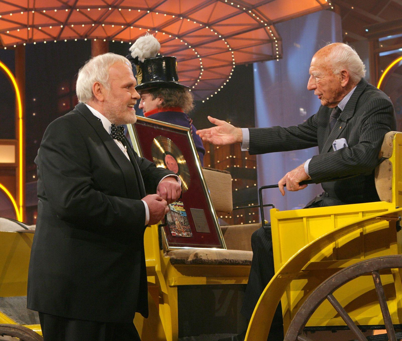 Walter Scheel auf dem gelben Wagen