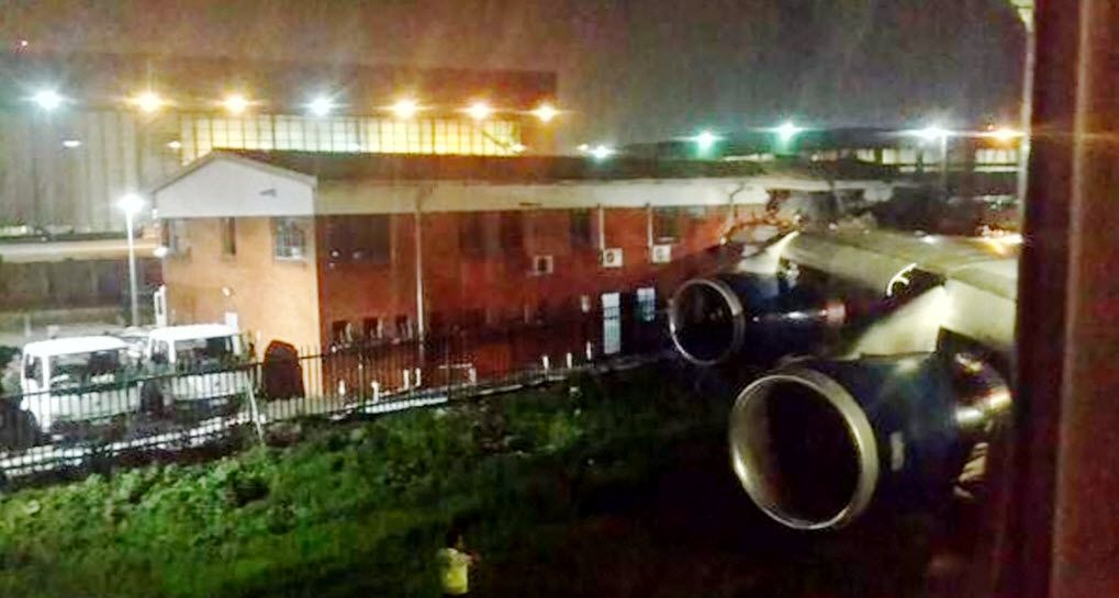 EINMALIGE VERWENDUNG Flugzeug Crash / Johannesburg