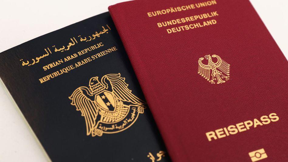 Syrischer und deutscher Reisepass