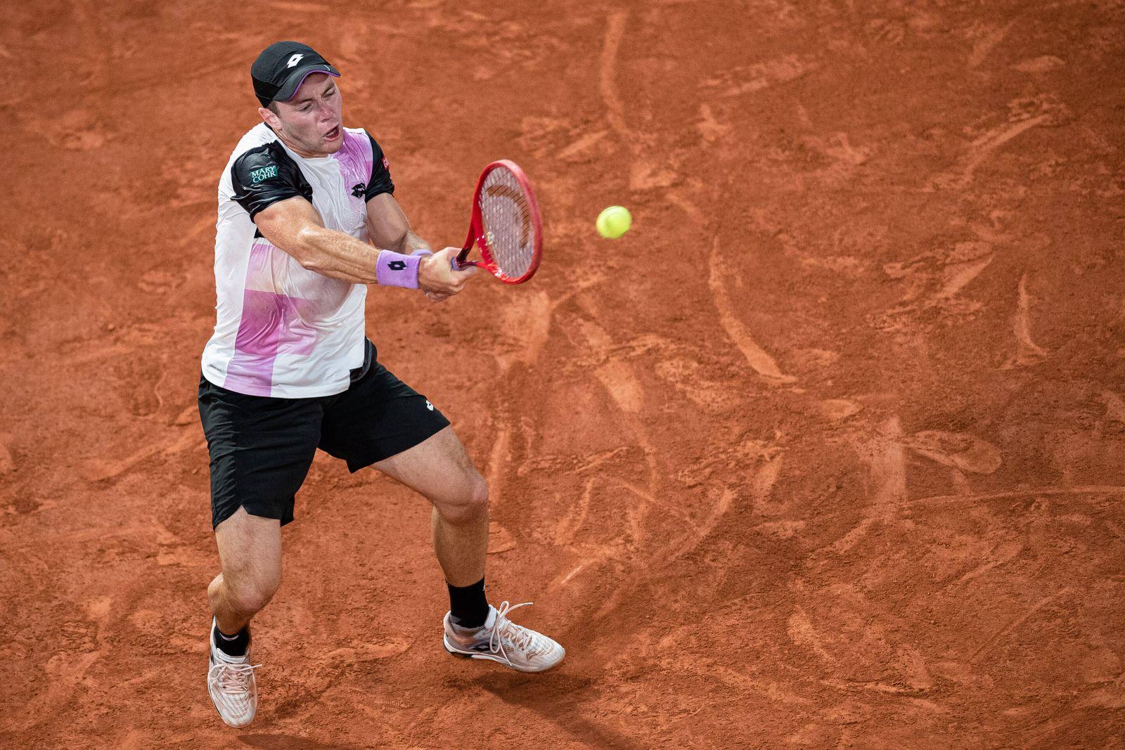 (210606) -- PARIS, June 6, 2021 -- Dominik Koepfer of Germany returns the ball during the men s singles third round matc