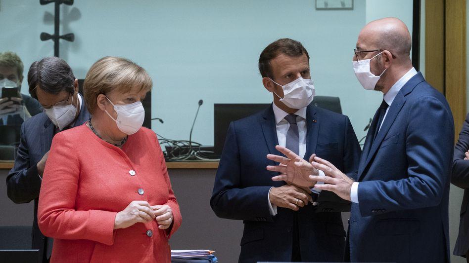 66. Geburtstag in Brüssel: Angela Merkel mit Emmanuel Macron und Charles Michel