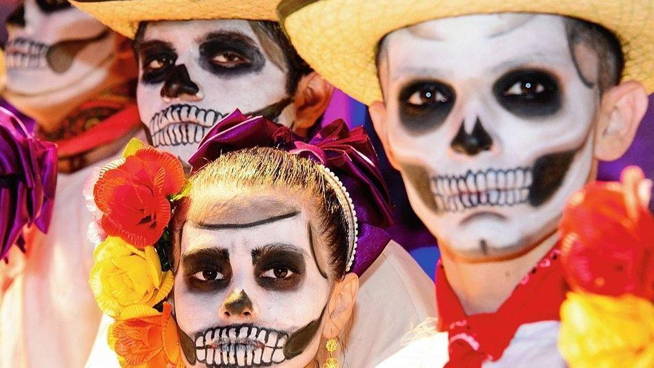Feiernde am »Tag der Toten« im mexikanischen Mérida 2016