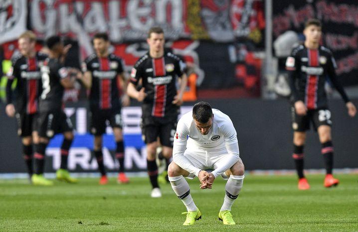 Filip Kostic (vorne) spielt seine erste Saison mit der zusätzlichen Belastung durch die Europa League
