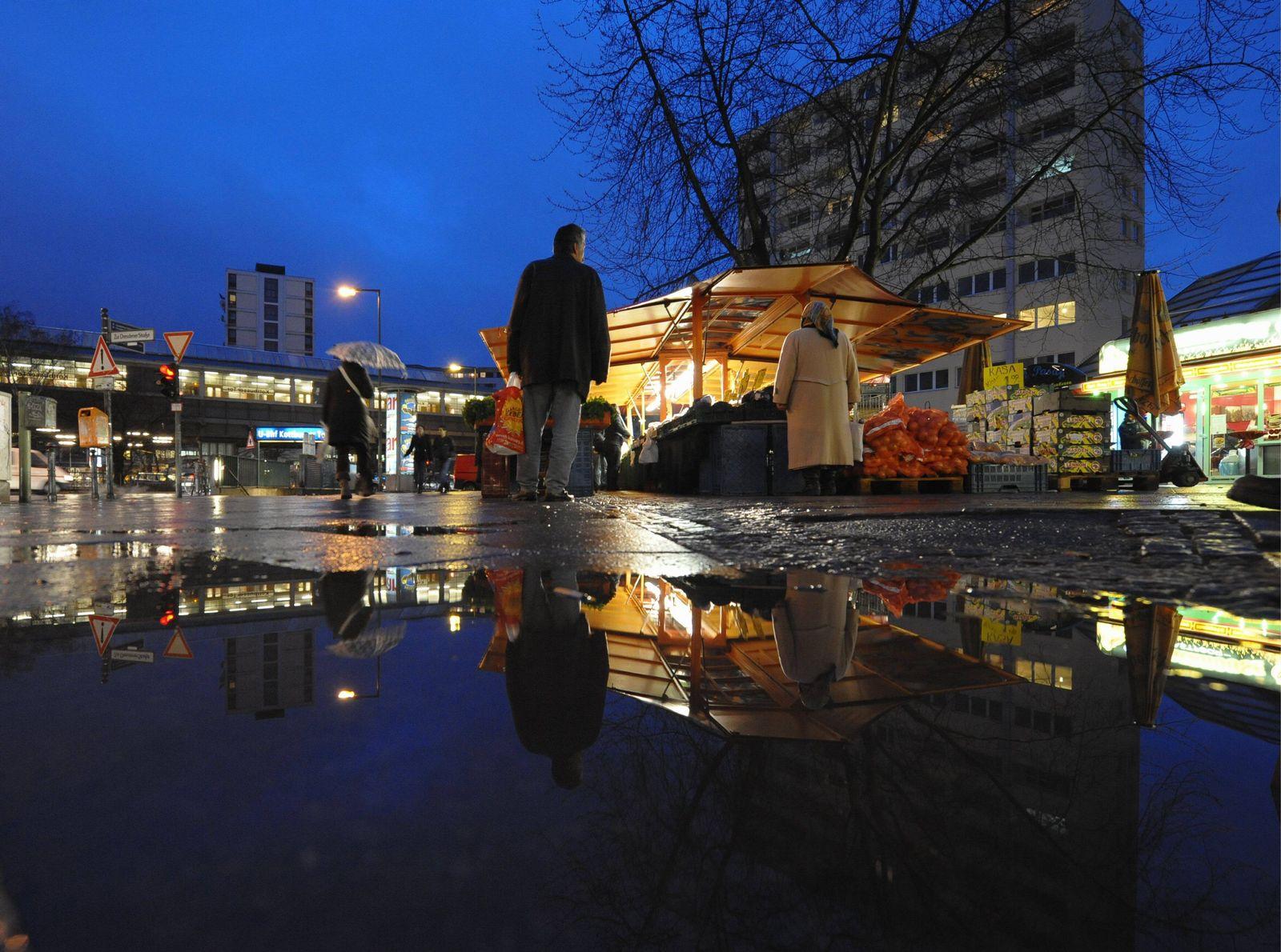 NICHT VERWENDEN Kottbusser Tor am Abend