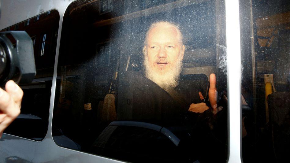 Assange nach seiner Festnahme
