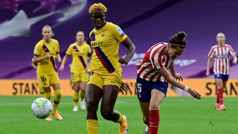 Halbfinale gegen Atlético: Asisat Oshoala (l.) und ihr Team vom FC Barcelona gewinnen 1:0