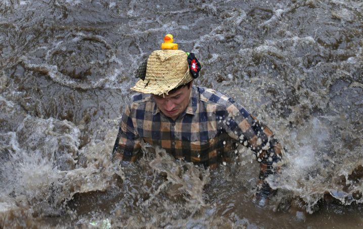Angeblich ein Argument gegen Frauen im Bach: Man müsse sie vor dem dreckigen Wasser beschützen