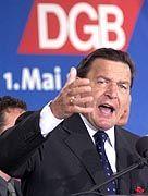 Kanzler Schröder (auf der Mai-Kundgebung im Jahr 2000): DGB empfiehlt die SPD nicht zur Wahl