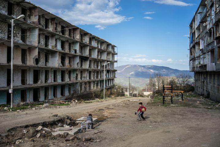 Zerstörtes Gebäude in Bergkarabach: Der Krieg bis 1994 hat Verwüstungen hinterlassen und die Region ökonomisch zerrüttet (Foto von 2015)