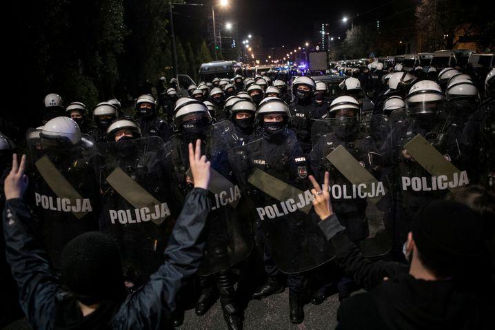 Die Polizei schützt das Haus von Parteichef Jarosław Kaczyński