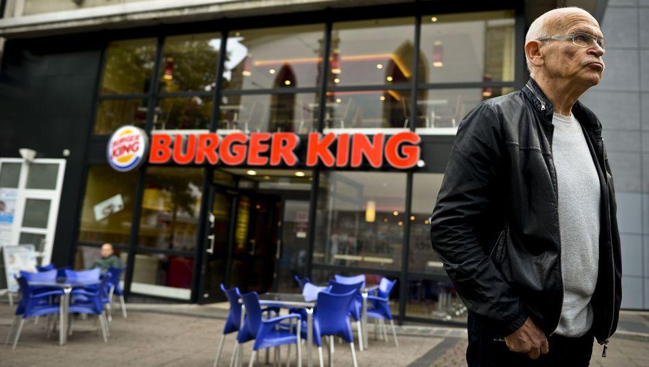 Wallraff bei Kundgebung gegen Burger King: Lob für McDonald's