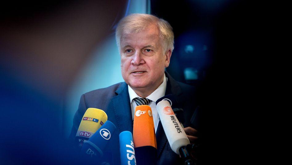"""Seehofer warnt Merkel: """"Gigantisch scheitern"""""""