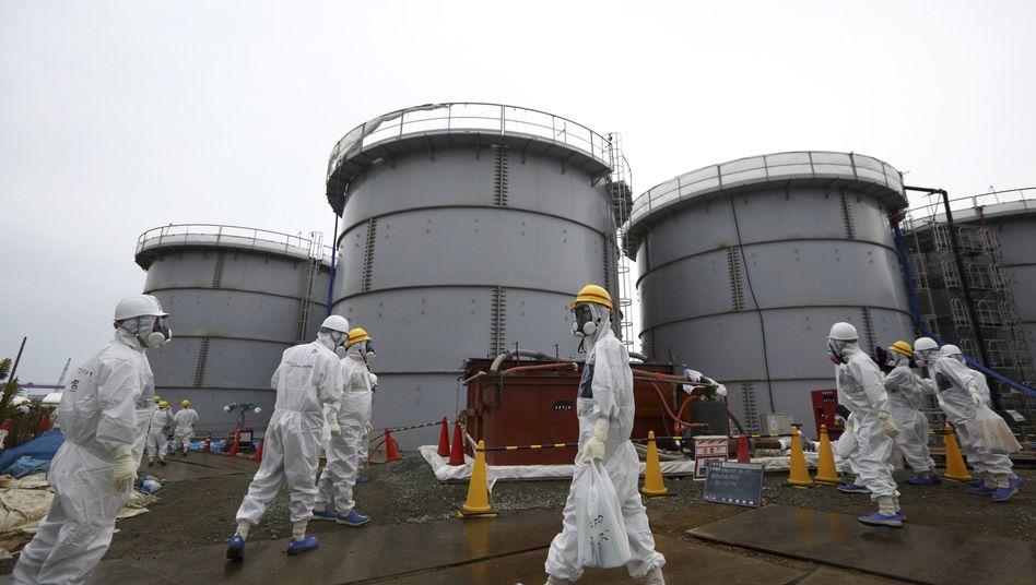 Kampf gegen die Lecks (Archivbild): Obwohl es in Fukushima immer noch viele Probleme gibt - Japan will wieder in die Atomkraft einsteigen